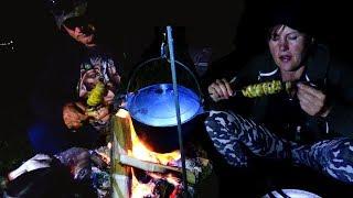 Рыбалка с ночевкой \ Уха на костре \ Картошка с салом, на шампурах.
