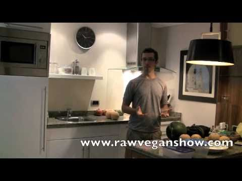 How to Travel With Raw Food on Planes, and The Great Pyramids (Raw Vegan Show #32)