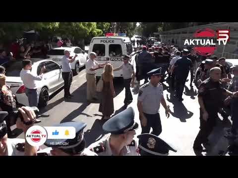 Пашинян армянин или турок? Кадры из акции протеста в Ереване против празднования 30-летия
