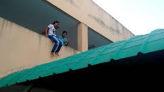 Andressa morrendo de medo no telhado