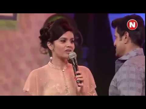 Anchor Sreemukhi Dance With Hero Vikram