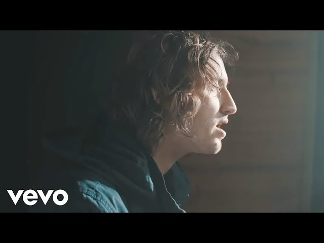 Dean Lewis – Waves (Official Video)
