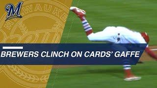 Brewers clinch after Cardinals' baserunning gaffe