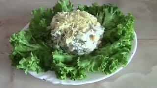 Салат из куриного филе, грибов, сыра и кукурузы
