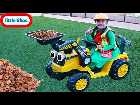 Jannie Pretend Play with Little Tikes Dirt Digger