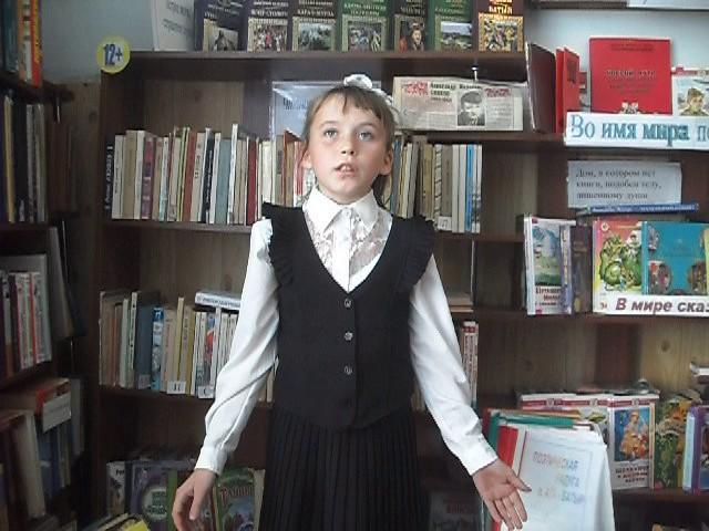 Изображение предпросмотра прочтения – ТатьянаПокровская читает произведение «Учись у них - у дуба, у берёзы» А.А.Фета