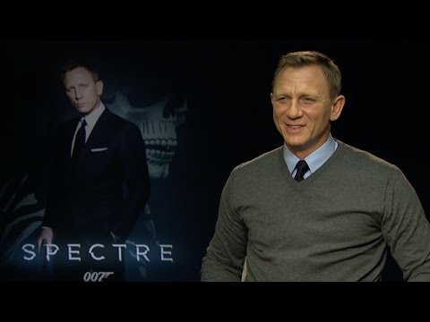 """Daniel Craig Plays """"Save Or Kill"""" And Talks Working With Sam Mendes On 'Spectre'"""