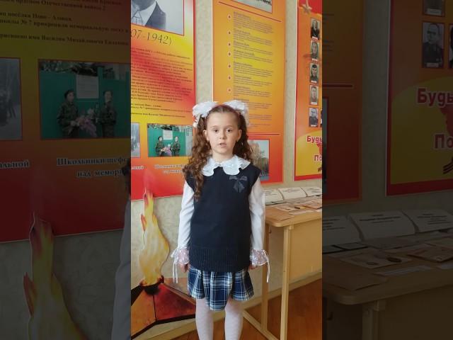 Изображение предпросмотра прочтения – ИринаМихайличенко читает произведение «Баллада о маленьком человеке» Р.И.Рождественского