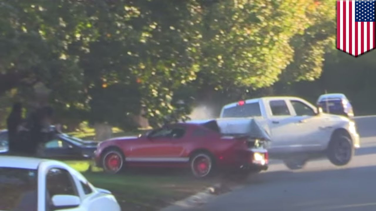 Stupid car crash: Shelby GT500 driver taken to hospital after ...