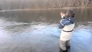 Ржач!!! Женщина на рыбалке!!! Прикол юмор ржака смешное видео