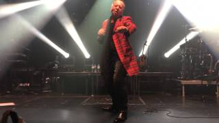 JIM KERR dancing at the end of the BIG MUSIC TOUR (Madrid 9-2-2015)