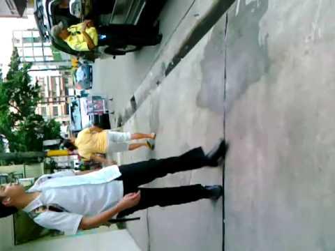 (HD) MTPB Traffic Enforcer V.P. Maliwanag working hard