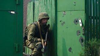 Перестрелка с боевиками во время столкновений в Иловайске. Война в Украине