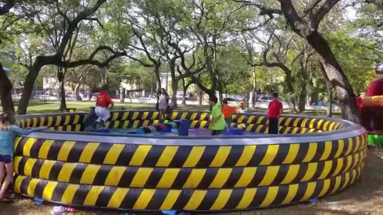 Circuito Wipeout : Wipeout interactive inflatable rental in miami youtube