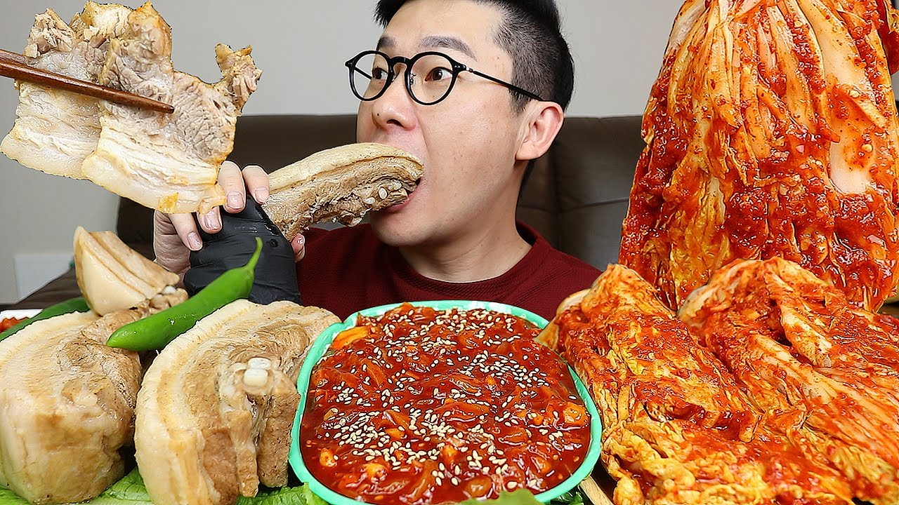 안먹어본사람은 있어도 한번만 먹어본사람은 없는 조합!😁 통수육과 오징어젓갈! 엄니표김치 요리 먹방 MUKBANG