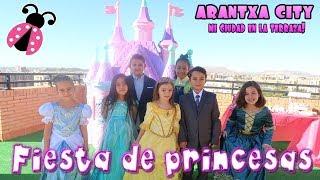 Fiesta de princesas en mi castillo + Coche rosa 🚗 Regalo sorpresa por mi cumple thumbnail