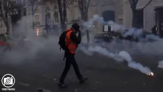 Gilets jaunes à paris sur les Champs Elysées (gilet jaune vs police crs)