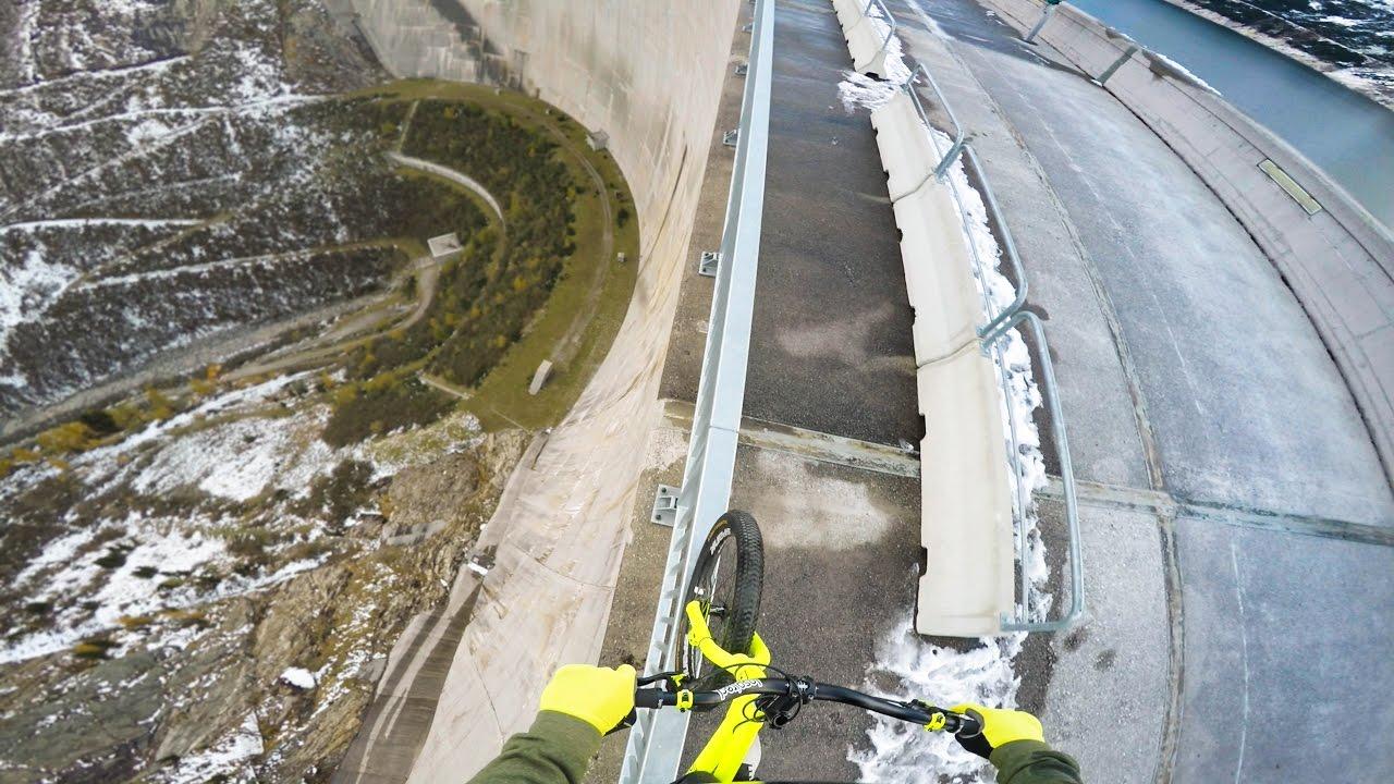 Ќе ви се преврти стомакот: Балансирање на велосипед на 200m