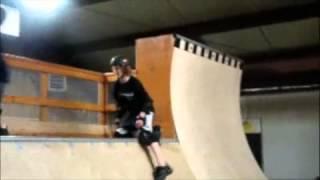 Роликовые кеды Heelys(Катаемся на роликовых кедах в скейтпарке Купить кроссовки Heelys http://indada.ru/category/heelys., 2013-04-29T02:54:03.000Z)