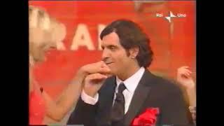 Hand kiss -matilde brandi -