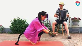 Yoga met Mevrouw de Poes - Konijn