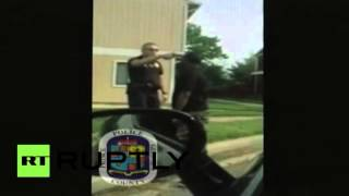 RAW: Police officer points handgun at man's head during traffic stop