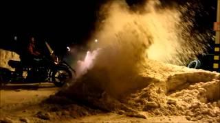 мотоцикл - чистит снег!