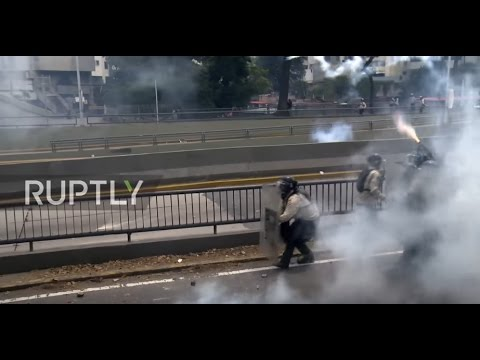 Venezuela: Tear gas flies as anti-government protest hits Caracas