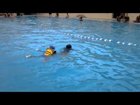 Hamdi jump and swim in 7 meters depth