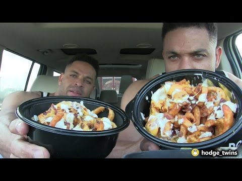 Eating Arby's Loaded Curly Fries | Food Review | @hodgetwins