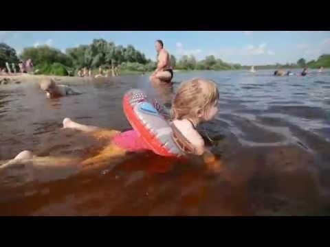 ВЛОГ Снова на речке / малыши купаются, строят песочные замки