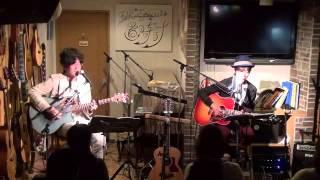 14年11月16日(日)広島・フォーク喫茶「置時計」にて♪ 白いギターと置時...