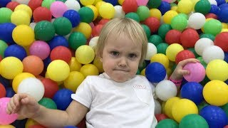 ВЛОГ: МИЛАНА В ДЕТСКОМ РАЗВЛЕКАТЕЛЬНОМ ЦЕНТРЕ! VLOG: MILANА IN THE CHILDREN'S ENTERTAINMENT CENTER!