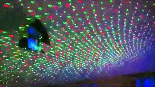 Mini Laser Stage Lighting(Características: - Tensão de funcionamento: 110V 240V/50-60Hz (Bivolt). - Saida: 5.0V, 1.5ª. - Gerador do laser: 532nm comprimento de onda. - Energia:..., 2011-06-03T12:24:58.000Z)