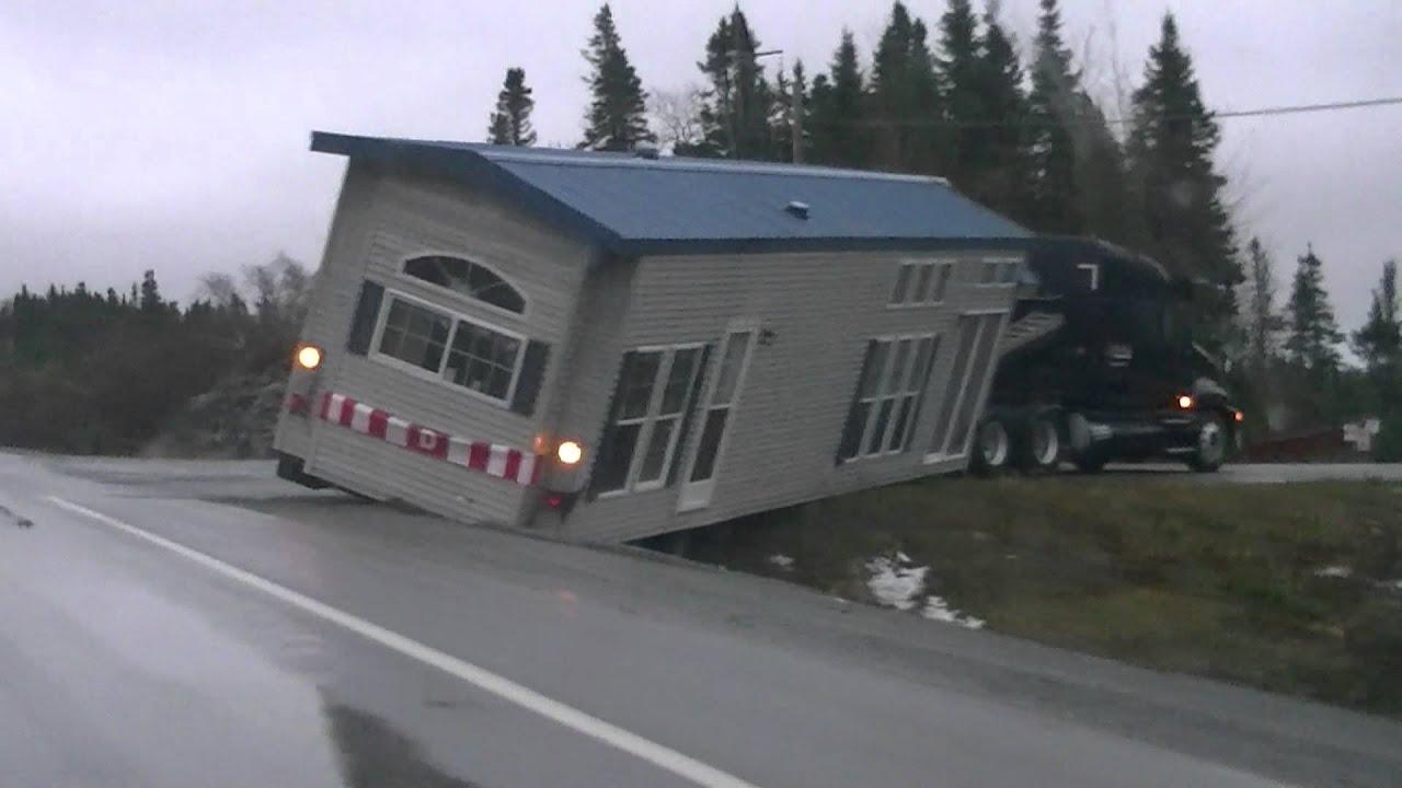 画像: Funny - House Falls in a Ditch!!! youtu.be