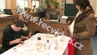 ČR - Praha - politika - volby - volební místnost - urny - volič - komise