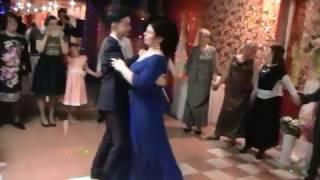 Танец матери и сына