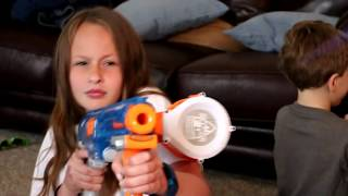 Nerf War : Adriana, The Babysitter