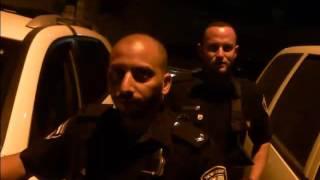 נהג מונית מדבר עםהמשטרה