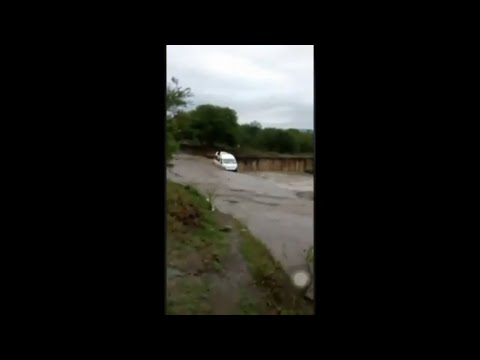 Taxi carrying passengers swept away by floods (pietermaritzburg)