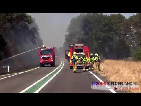 07-08-2018 Grote bermbrand op N332 tussen Laren en Holten