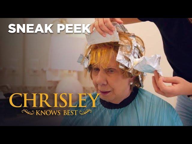 Sneak Peek\: Savannah\'s Coloring Job On Nanny Goes Horribly Wrong   Chrisley Knows Best   S8 Ep17
