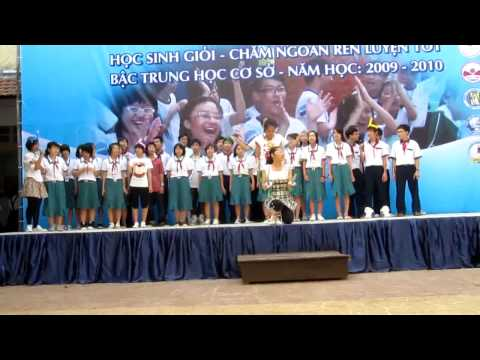 """Three candle lights"" performed by Nguyễn Du school"