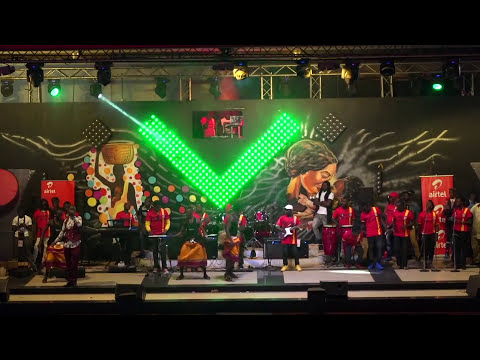 EDDY KENZO - ABAKYALA BABEEYI (BASUDDE RE-Make) LIVE PERFORMANCE - 2016