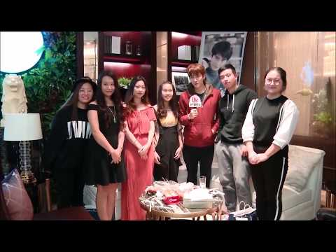 Mike D. Angelo LIVE on weibo with lucky fans