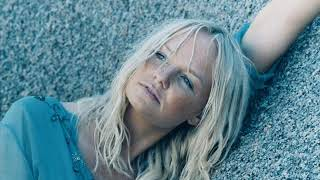 Watch Emma Bunton Close Encounter video