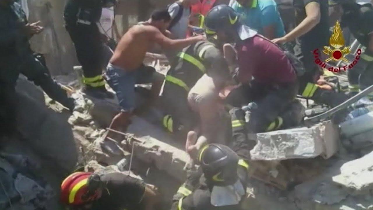 Tre brødre gravet fri efter jordskælv på ø ved Napoli - DR Nyheder