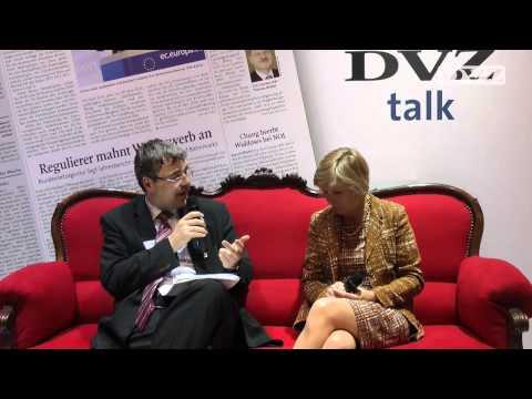 Rotes Sofa: Monika Ribar im DVZ-Interview