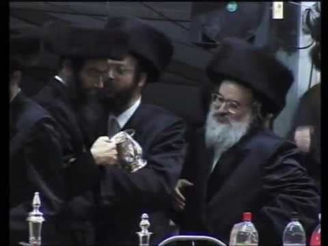 Simchas beis viznitz - Rabbi menachem mendel's entry נישואין ויזניץ