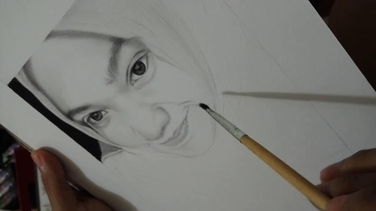Lukisan Pensil Wanita Cantik Berhijab